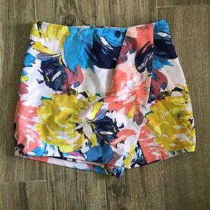 NEW Bebe Womens Shorts Floral print 5️⃣